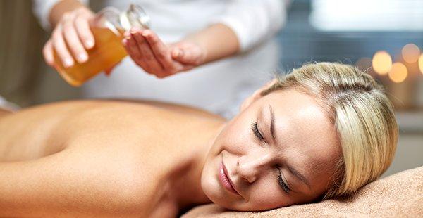 Massatges relaxant o descontracturant de llimona